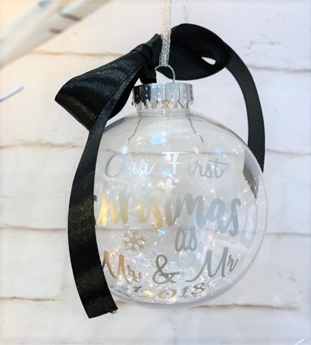 Picture of Newlyweds Personalised baubles